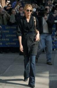 Actrice Julia Roberts gespot in een flared jeans